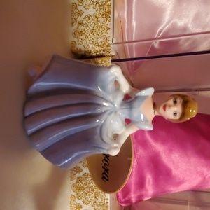 🎉🎉HP🎉🎉Mini Cinderella statue.